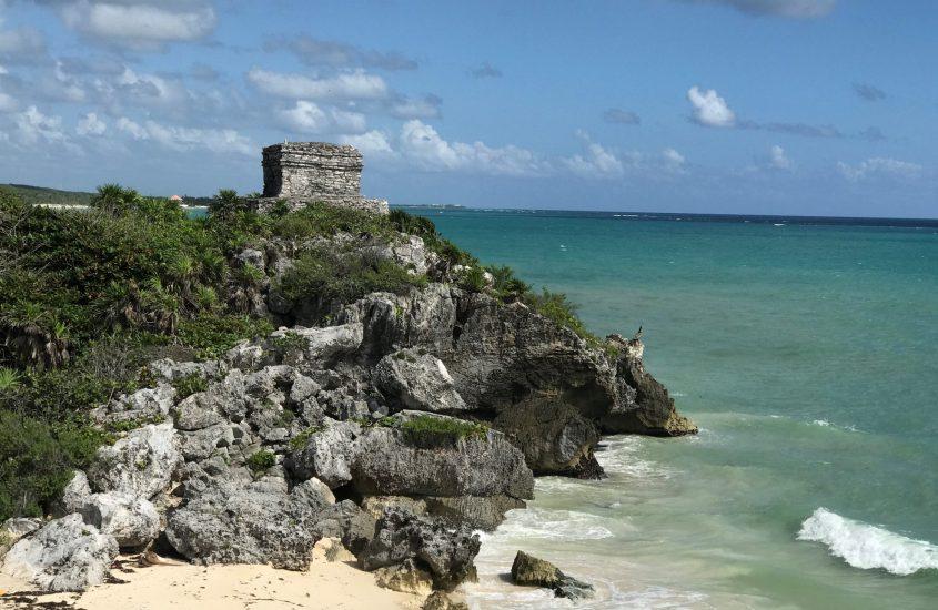 Da un tuffo nel mare turchese all'incontro con i discendenti del popolo Maya