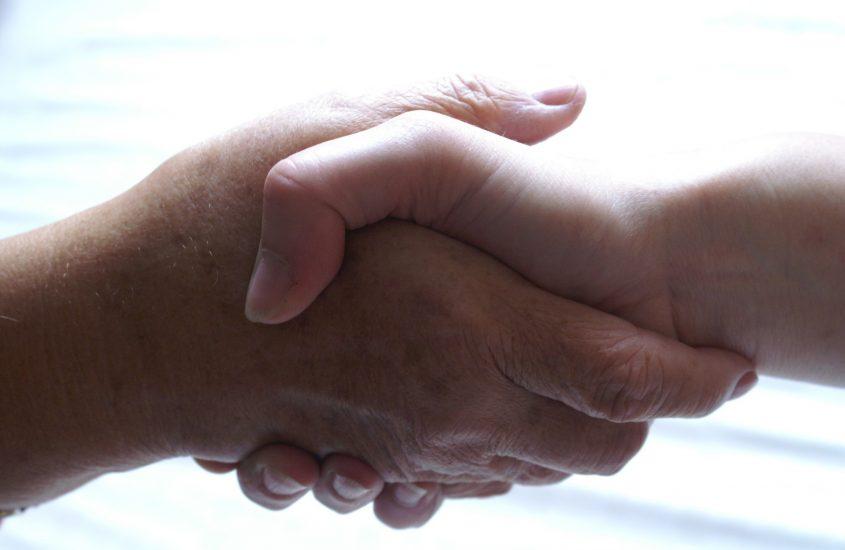 Dammi la mano, la mostra che valorizza il ruolo dei caregiver