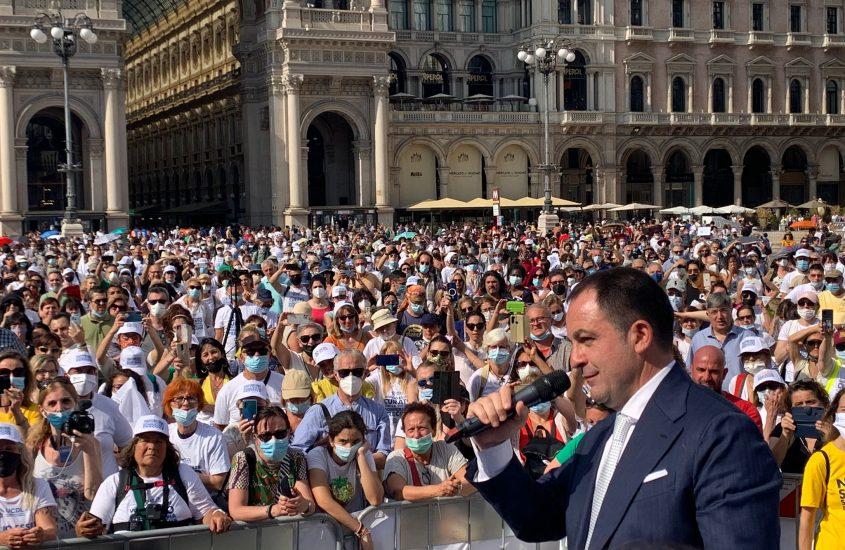 In migliaia a Milano per la terapia domiciliare