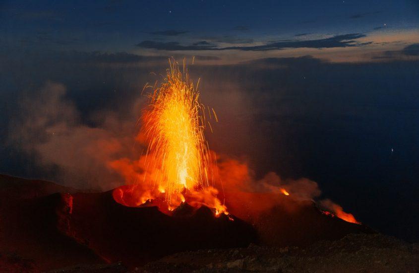 Emissioni di CO2,  campanello d'allarme delle eruzioni esplosive dei vulcani